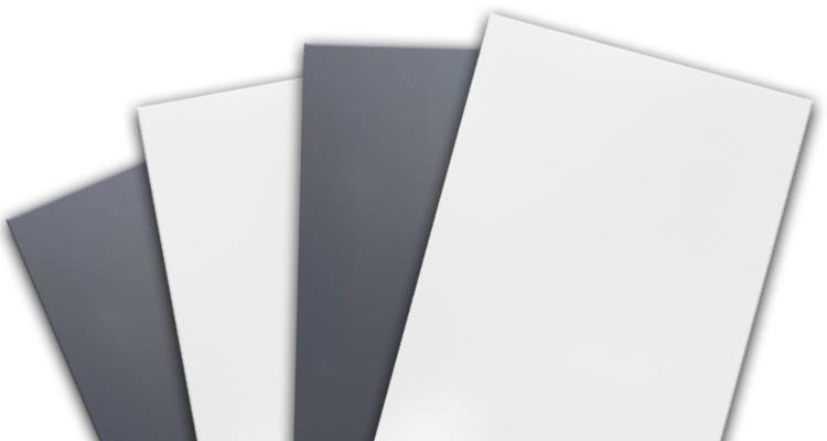 Алюминиевые композитные панели со склада в Украине. Новое поступление экономичных алюминиевых композитных панелей белого (RAL-9003) и серого (RAL-7024) цветов толщиной 3 мм, размер листов 1250x5800 мм.